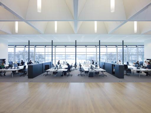 چرا تامین نور مناسب محیط کار ضروری است؟